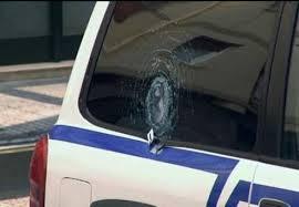 Acusado un hombre por disparar a un agente.