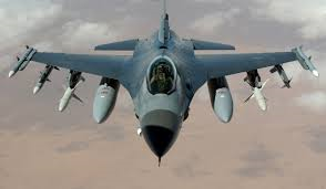 F16 escolta aviones con pasajeros.