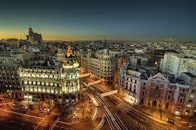Turistas y Policía en Madrid.